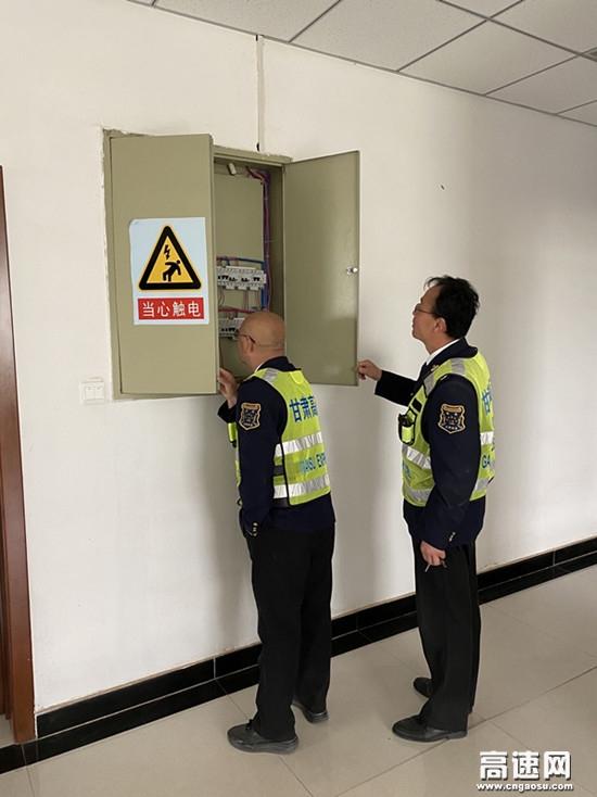 甘肃装备园收费站开展节前安全检查