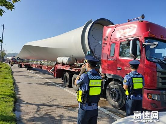广西南宁高速公路良庆路政执法一、二大队做好大件运输事中监管核查工作