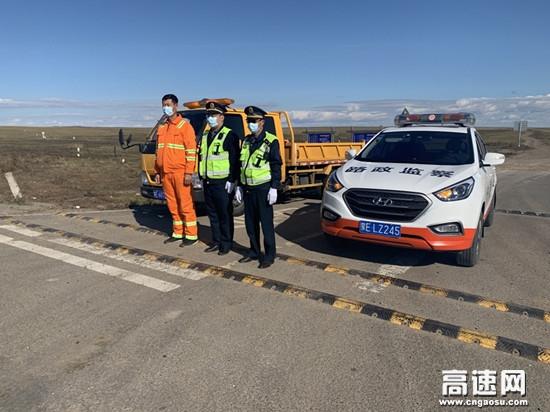 内蒙古阿拉坦额莫勒养护工区全力做好国庆期间管养路段安全畅通