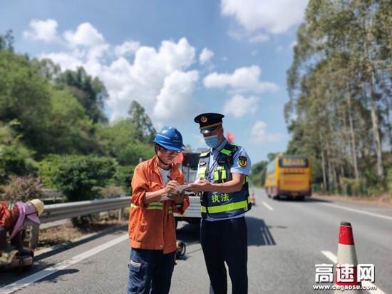 """广西高速公路百色分中心国庆我在岗""""高速公路人用坚守为祖国送上祝福"""