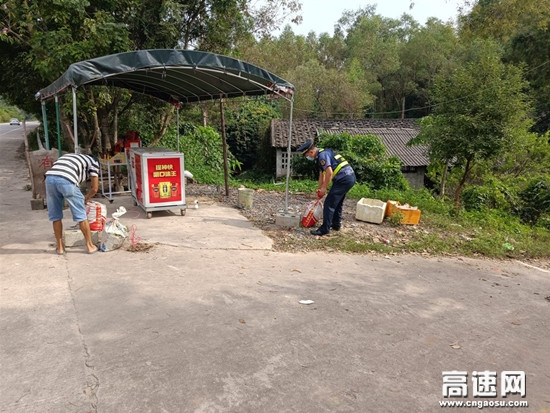 """广西玉林高速公路博白大队对违法摆摊设点说""""不"""""""
