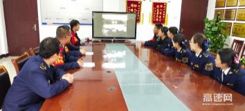 甘肃泾川所泾川西收费站组织观看红色电影《英雄儿女》