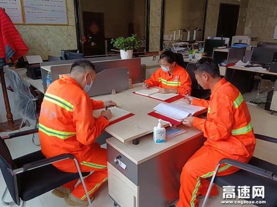 内蒙古阿拉坦额莫勒养护工区开展保密法宣传月活动